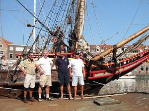 De bemanning van de Avontuur en de schipper van de Duyfken
